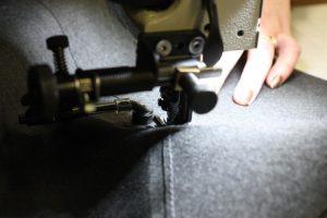 Buiskap onder naaimachine tijdens het maken
